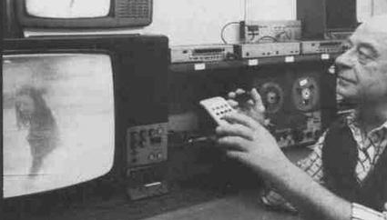 Claus Schreiber kanavoi television avulla