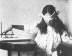 Aavetutkimusten historiaa –  henkien matka spiritismilaudasta televisioihin